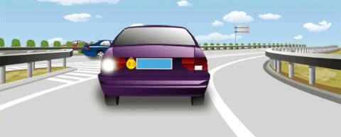 驾驶人在实习期内可以驾驶这辆小型客车独立进入高速公路行驶。