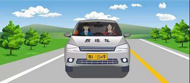 """允许自学直考人员使用图中教练车,在""""学车专用签注指导人员""""随车指导下学习驾驶。"""