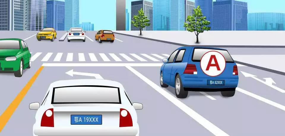 如图所示,A车若想左转,以下做法正确的是什么?