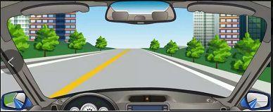 在图中所示的这段道路上行驶,驾驶人需要注意什么?