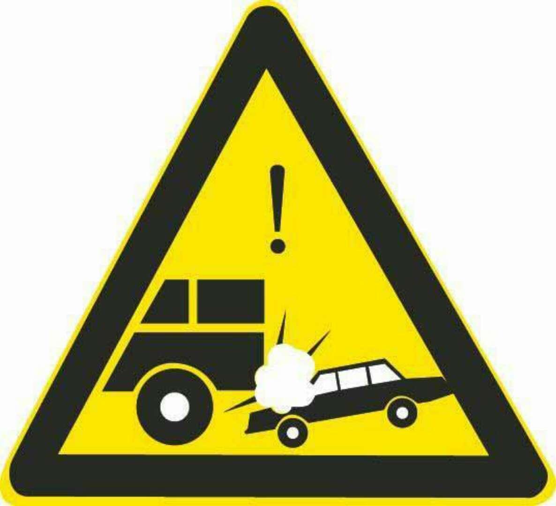 图中这个标志提示前方路段是易发生车辆追尾的路段。