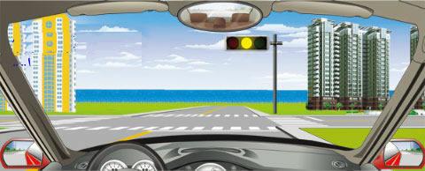在路口看到路口这种信号灯亮时,怎样做是正确的?