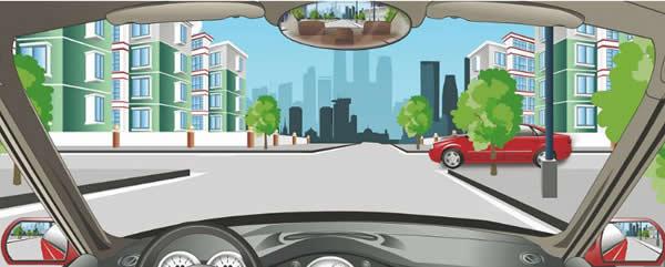 驾驶机动车通过这个路口要注意观察左侧情况。