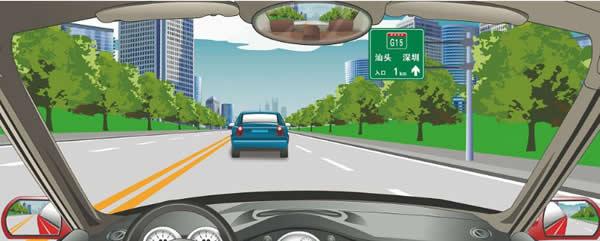 前方标志预告距离高速公路入口1公里。