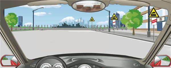 右侧标志警告距离前方有人看守铁道路口150米。