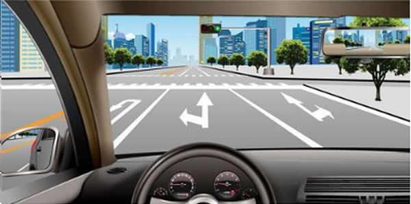 如图所示,在这种情况下驶近路口,车辆可以怎么行驶?