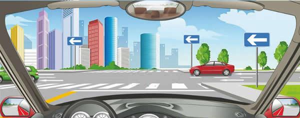 前方标志表示向左是单向行驶道路。