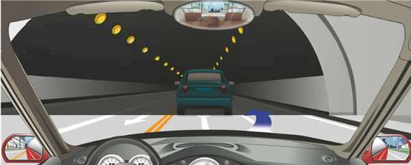 机动车在这种情况下可以超车。