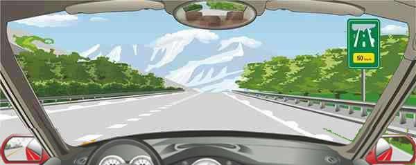 高速公路两侧白色半圆状的间隔距离是50米。