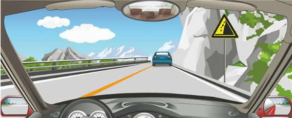 驾驶机动车在山区道路遇到这种情况怎样行驶?