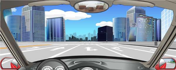 该车道路面导向箭头指示前方路口仅可右转弯。