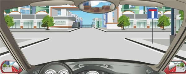 右侧标志提示前方T型路口。