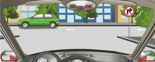 右侧标志表示前方路口不准车辆右转。