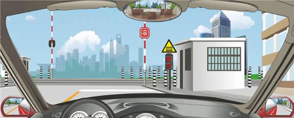 驾驶机动车怎样安全通过铁路道口?