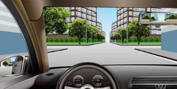 如图所示,驾驶机动车行驶至此路段时,应当提前减速慢行,注意前方可能出现的行人及车辆。