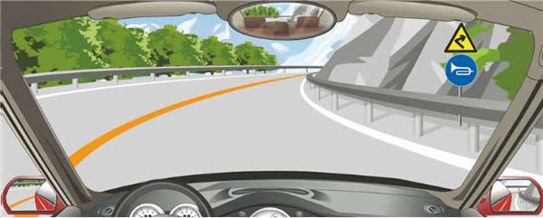 驾驶机动车在这种山区弯道怎样转弯最安全?