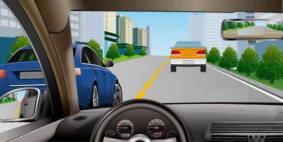如图所示,驾驶机动车遇左侧车道有车辆正在超车时,可以迅速变道,伺机反超。