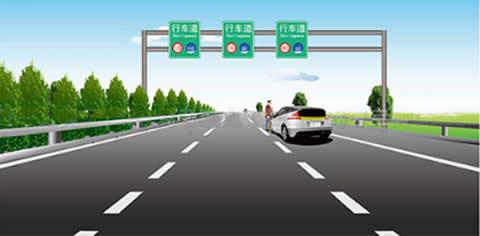 车辆在高速公路发生故障不能移动时,驾驶人这种尝试排除故障的做法是否正确?
