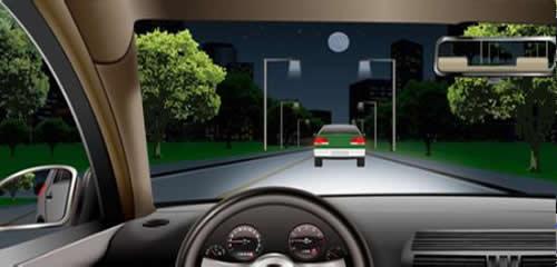 如图所示,在这种情况下跟车行驶,不能使用远光灯的原因是什么?