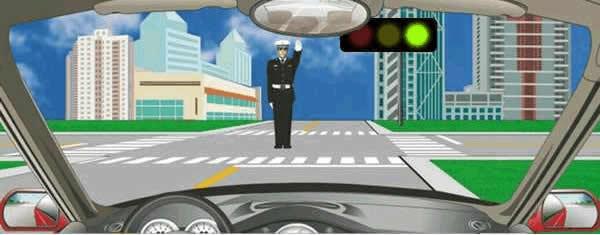 驾驶机动车在路口遇到这种情况如何行驶?